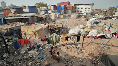 Mumbai, India - December 17, 2018: Dharavi slums in east Mumbai. Bandra District, Maharashtra, India. Vídeos