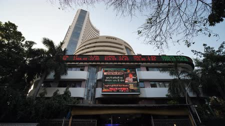 Mumbai, India - December 19, 2018: Old structure of Share market Bombay Stock Exchange Building. Vídeos