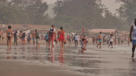 Goa, India - December 12, 2018: Arambol beach in Goa with tourists. Vídeos