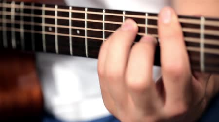 dizilirler : Men playing at acoustic guitar in musical studio Stok Video