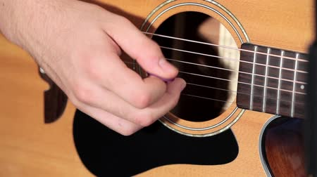 dizilirler : Playing music at acoustic guitar