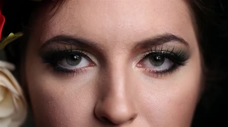 kapalı : Close up shooting of an eye with professional make up