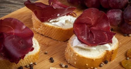İtalyan : Delicious italian ham on wooden background. Restaurant appetizer