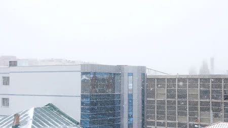 korlát : Buildings in the city in heavy snow storm. Slow motion