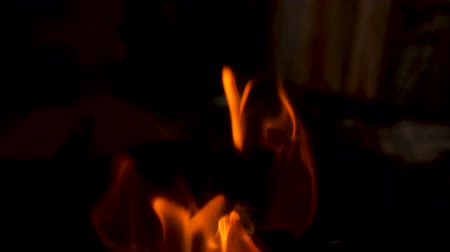 detalhado : Slow motion of burning fire in dark enviroment
