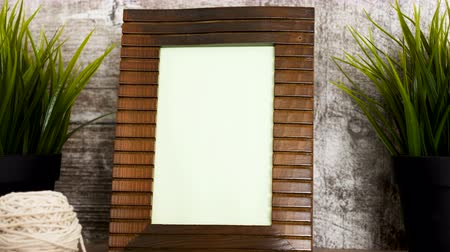 rámec : Dolly parallax footage of vintage wooden photo frame