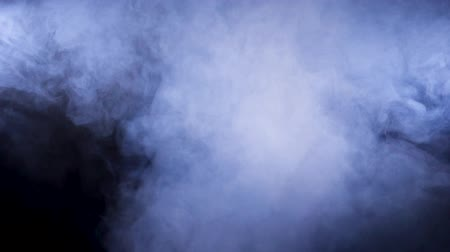 spaliny : Dense abstract smoke on black background. Slow motion footage