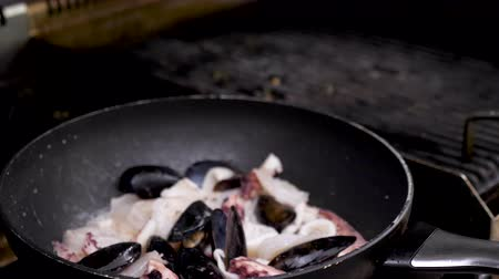 wok food : Zoom in shot of frying shrimps and other seafood in a pan Stock Footage