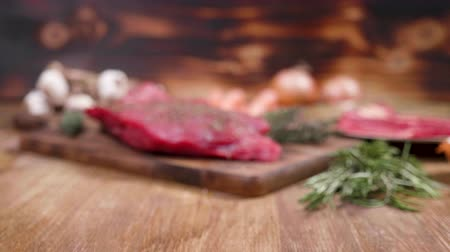tomilho : Raw steak seasoned with salt, pepper, rosemary and thyme. Beautiful composition of meat fillet.