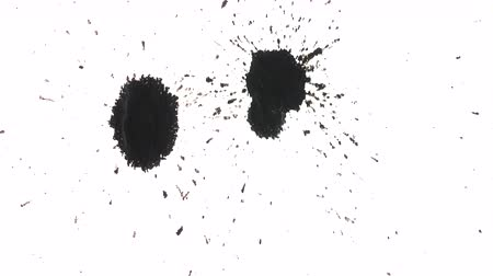 kleks : Organically captured dots and blots of black ink splattering Wideo