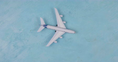 dolgok : Toy plane on blue background. Traveler style. Holiday concept.