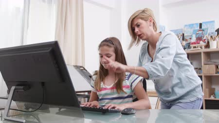 rol : Responsible mother helping her daughter to finish the homework. Mom and her teenage girl solving a task together. Stok Video