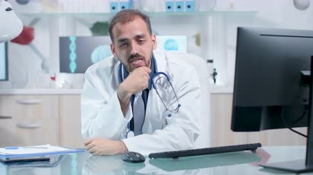 медик : Tired and exhausted physician in his office working. Modern laboratory or office. Science and research Стоковые видеозаписи