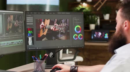 poczta : Screens of professional video editor and colorist Wideo