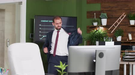 inspiradora : Happy and excited office worker dances in nice looking work space
