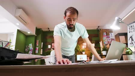 yönetim kurulu : Creative director analysing his designs for his new project. Modern and creative workplace. Stok Video