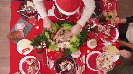 reunie : Timelapse Top view of family celebrating christmas with a feast Stockvideo
