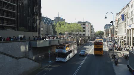 köln : HD 1080 static: cars and open tour bus passing by streets of Cologne - Germany