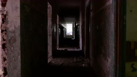 прихожая : Corridor in the abandoned house. Smooth and slow steady cam shot Стоковые видеозаписи