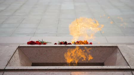 façanha : Eternal flame on the Victory Square in Minsk, Belarus - slowmotion 180 fps