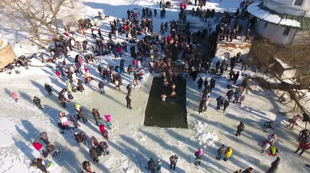 duše : People bathe in the icy water on the feast of Epiphany Dostupné videozáznamy