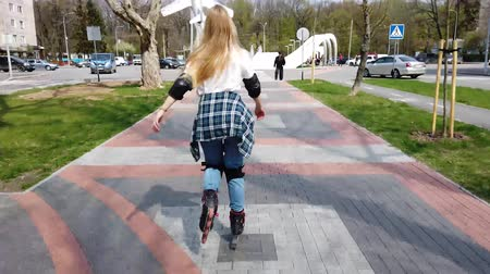 dospívání : Young girl on the rollerblades on the alley