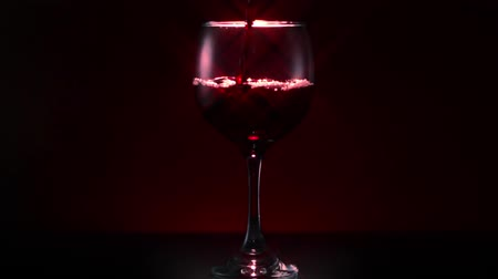 pijany : Red Wine Glass Pour Wide Star Filter