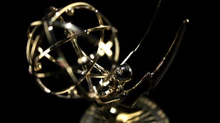 премия : Emmy Award tilt in close up Стоковые видеозаписи