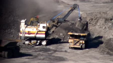 indústria : Coal Mine Excavator Stock Footage