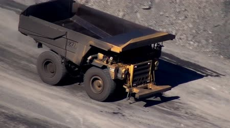 żelazko : Dump Truck at Coal mine Wideo