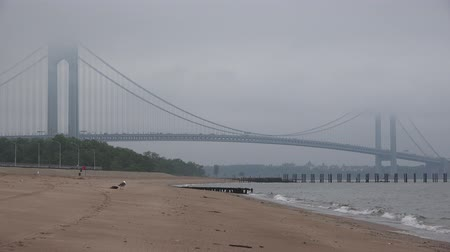 kabely : Bridge in Fog, Foggy, Smog, Air Pollution, Beach Dostupné videozáznamy