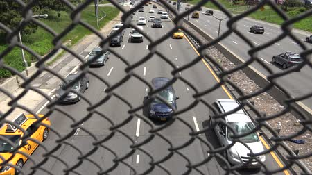alcatrão : Wire Fence, Grate, Highway Traffic