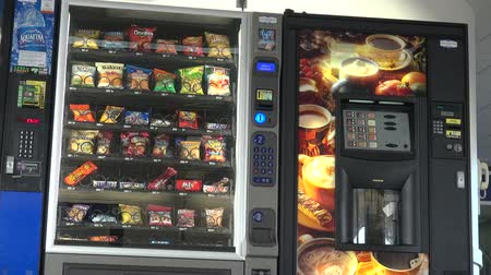 pişmiş : Vending Machine, Chips, Cookies, Candy Stok Video