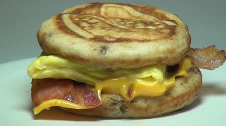 jíst : Egg McGriddle, Breakfast Sandwich, Meals Dostupné videozáznamy