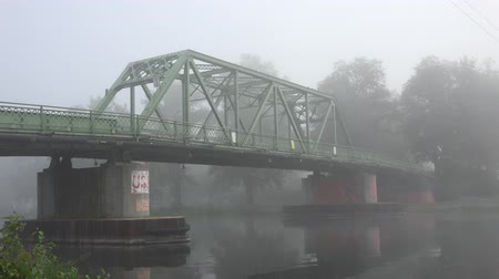 kolumna : Bridge in Fog, Foggy, Smog, Air Pollution Wideo