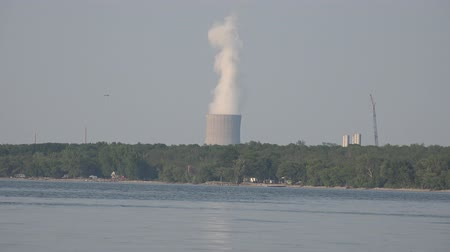 tesisler : Nuclear Power Plant, Air Pollution, Energy, Electricity Stok Video