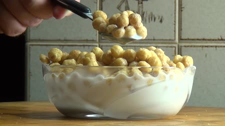 baixo teor de gordura : Eating a Bowl of Cereal, Breakfast Foods Stock Footage