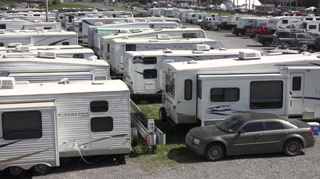 motor vehicle : Recreational Vehicle, Camper, RVs