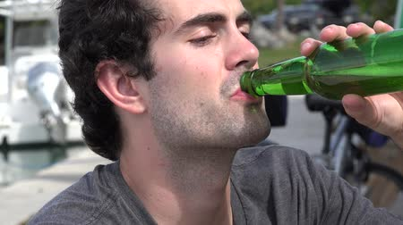 vagabundo : Man Drinking Beer