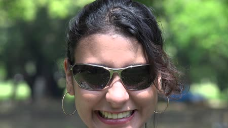 восхищенный : Happy Woman Smiling Female Sunglasses