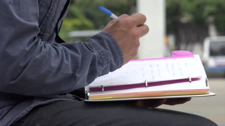 broszura : Student With Notebook Wideo