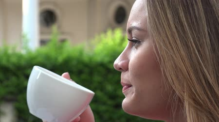 çikolata : Woman Drinking Coffee or Tea