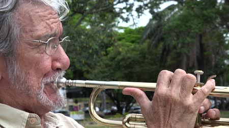 trombeta : Old Man Playing Trumpet Stock Footage