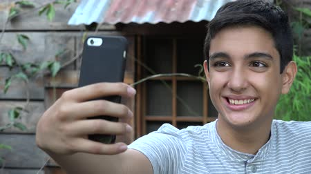 fotos : Hispanic Teen Unter Selfie