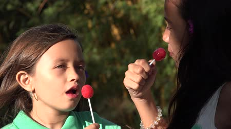 леденец : Girls Eating Lollipop Candy