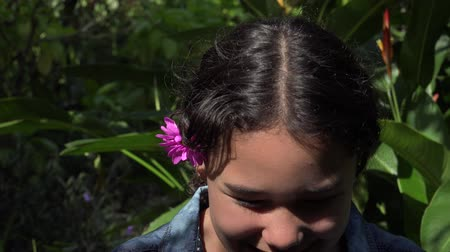natura : Latin Girl Laughing in Nature Wideo