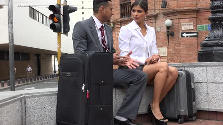 visitantes : Business Man and Woman Talking Stock Footage
