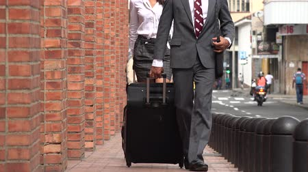 maço : Business Man and Woman Walking