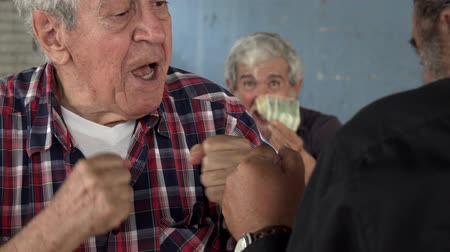 maço : Old Men Fist Fighting