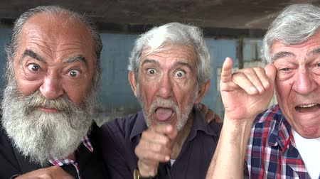 garip : Elderly Men Acting Silly Stok Video